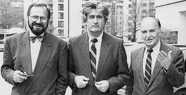 Stjepan_Kljuić,_Radovan_Karadžić,_and_Alija_Izetbegović_in_Sarajevo_1992